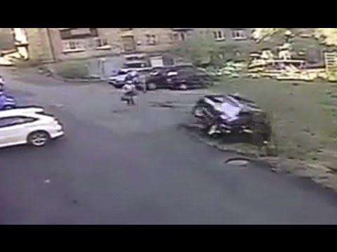 الدلال الزائد دفع فتاة لتحطيم سيارة فارهة هدية من والدها..! (فيديو)