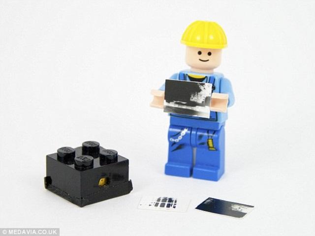 Lego_man_and_cameraa_Leg