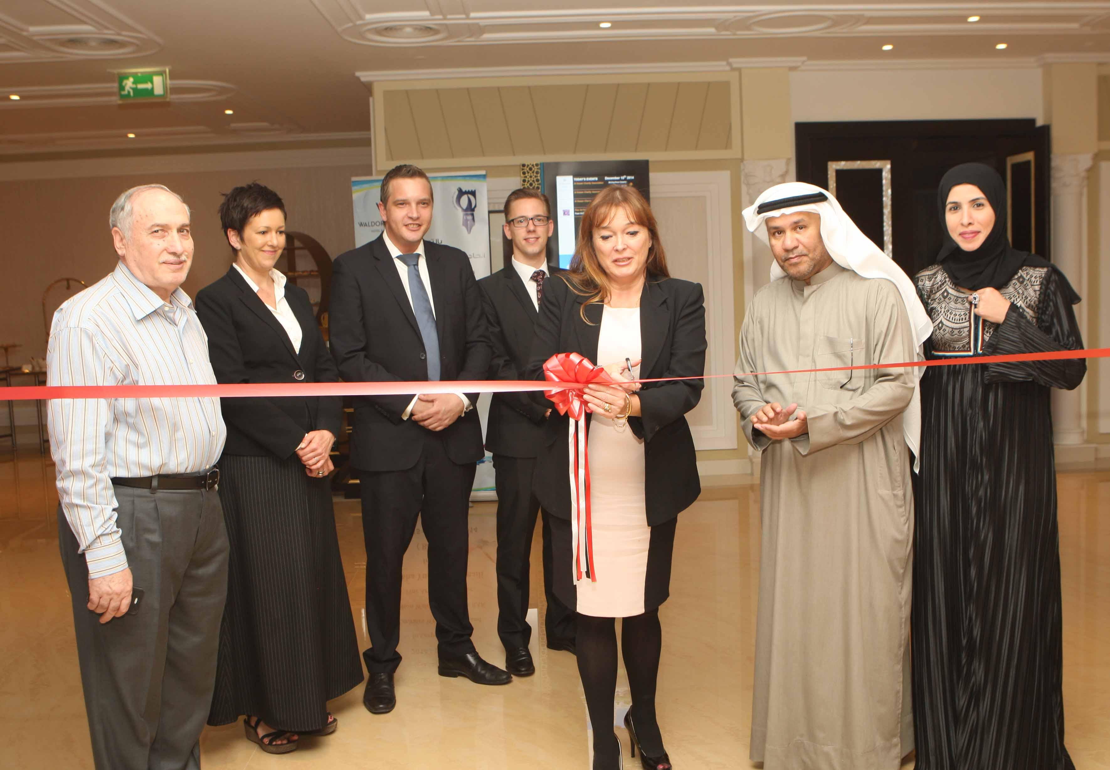 افتتاح معرض بدايتي للفنانة الإماراتية عائشة يوسف الشميلي