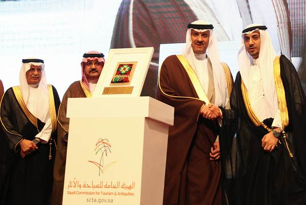 سلطان بن سلمان يكرم STC لدعمها السياحة والتراث الوطني