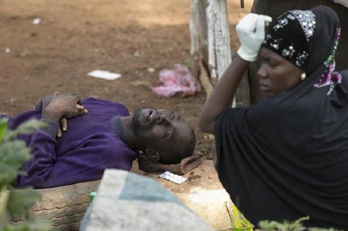 رجل مريض بالإيبولا
