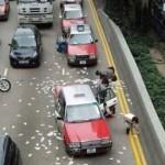شوارع هونغ كونغ تُفرش بالأموال