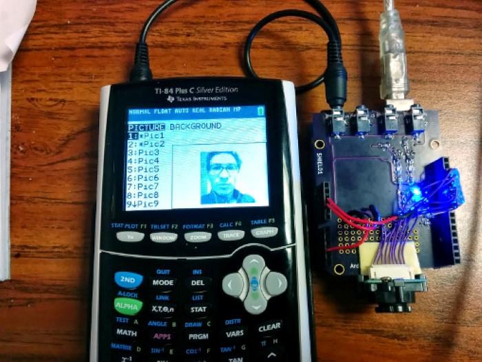 آلة حاسبة بيانية تلتقط صورة سيلفي