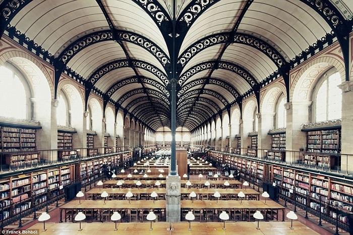 مكتبة سانت جنفياف
