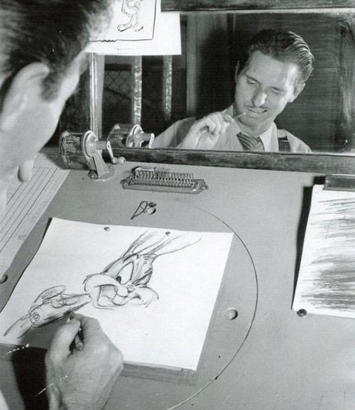 رسامو أفلام الكرتون من وراء الكواليس وتعبيرات وجوههم الغريبة أثناء الرسم ، والت ديزني