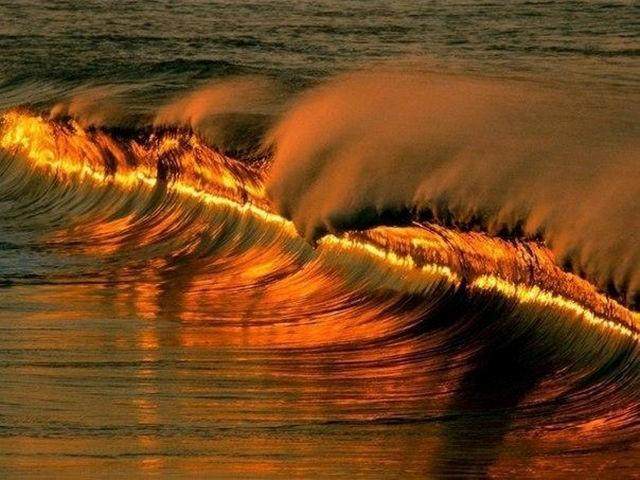 صورة جميلة معبرة غريبة في الوقت المناسب أمواج البحر