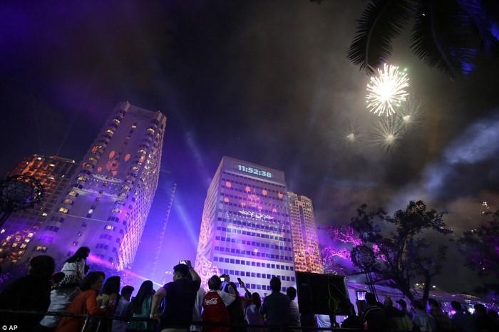الفلبين رأس السنة 2015 ألعاب نارية العام الجديد