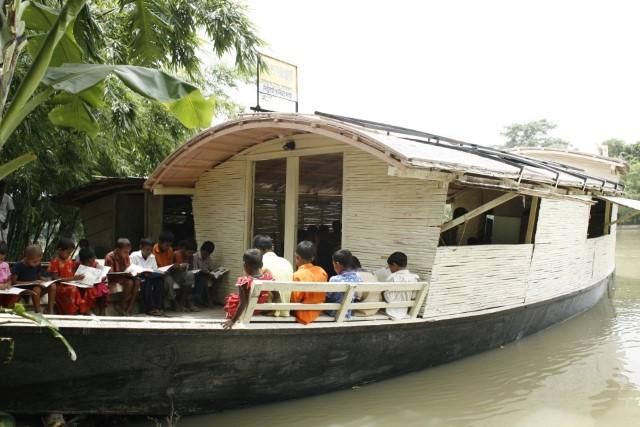 مدارس القوارب البنغلادشية