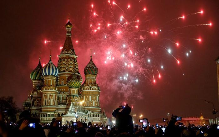 موسكو روسيا رأس السنة 2015 ألعاب نارية العام الجديد