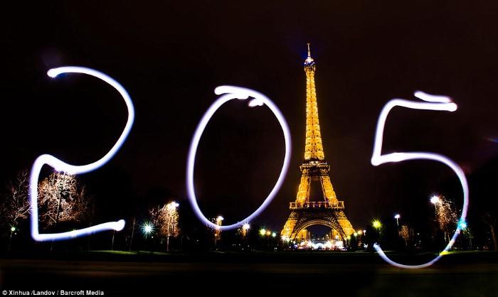 باريس فرنسا رأس السنة 2015 ألعاب نارية العام الجديد