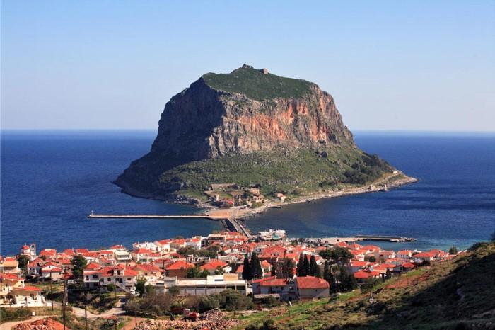 مدينة مونيمفاسيا في اليونان التي تقع على جزيرة بيلوبونيز