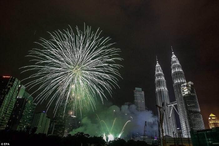 ماليزيا احتفالات رأس السنة 2015 ألعاب نارية