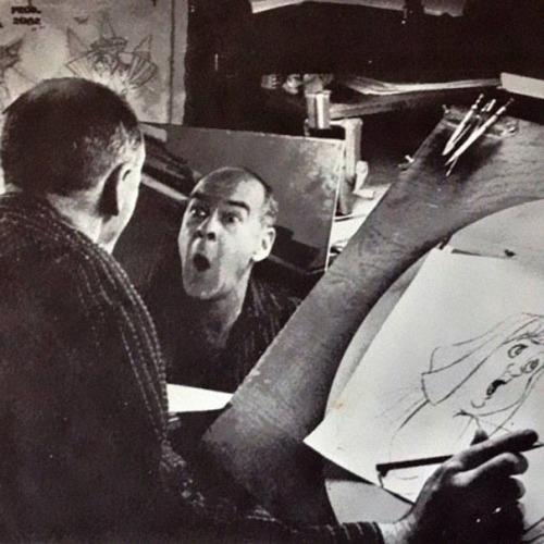 رسامو أفلام الانيميشن من وراء الكواليس وتعبيرات وجوههم الغريبة أثناء الرسم ، والت ديزني