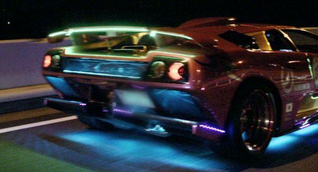 super_cars_light_up_the_night_640_13