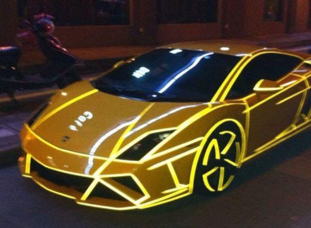 super_cars_light_up_the_night_640_19