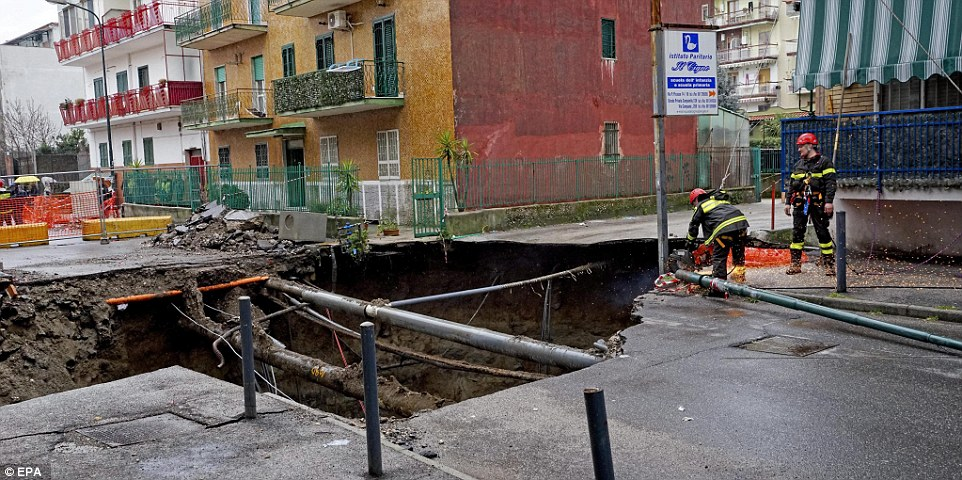حفرة في نابولي