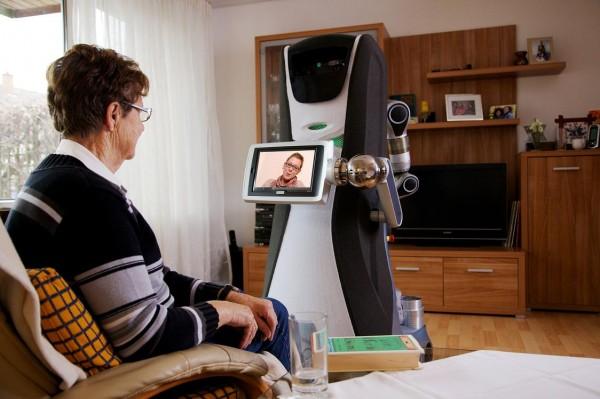 روبوت رعاية كبار السن