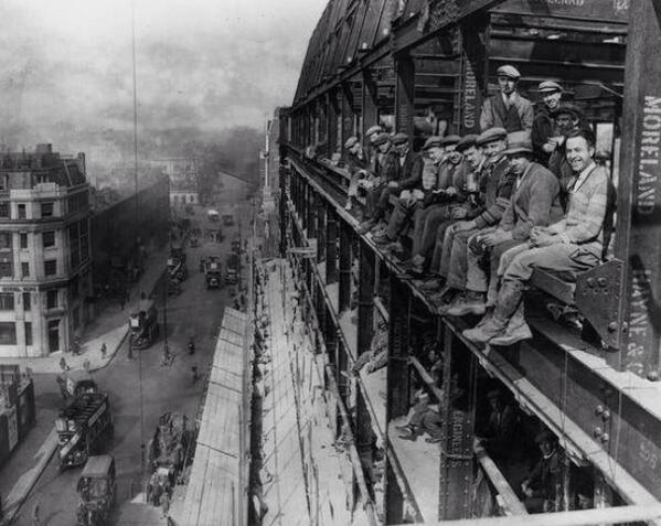 عمال في لندن