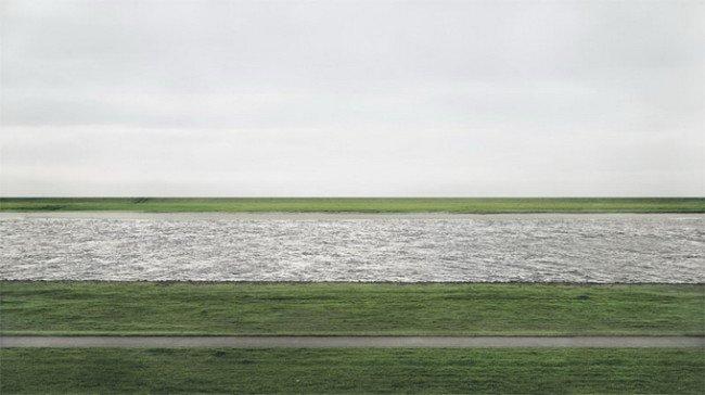 نهر راين الصورة الأغلى في العالم للمصور الألماني أندرياس غورسكي