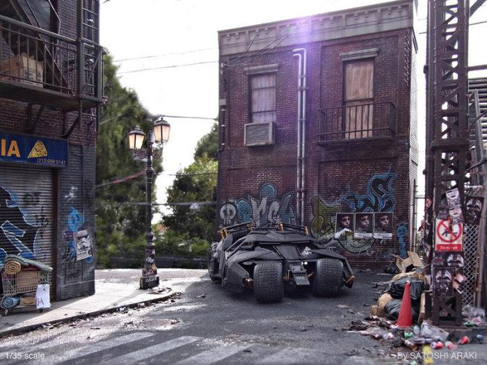 فنان ياباني يقوم ببناء مشهد من فيلم باتمان بأسلوب ديوراما مصغر