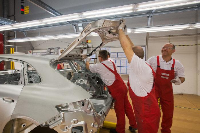 مصنع سيارات بورشه في لايبزيغ