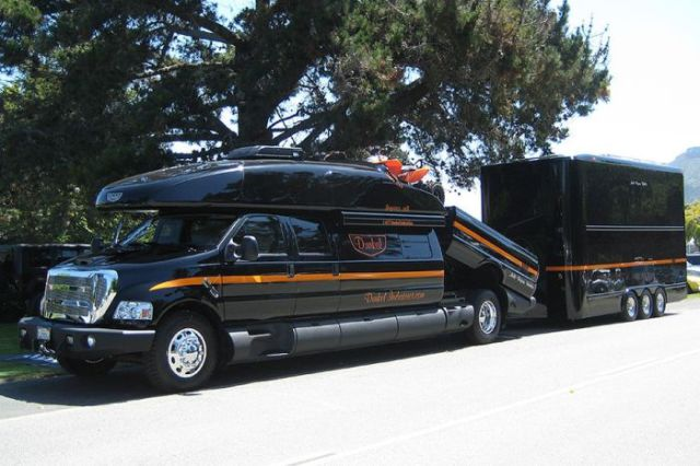 the_most_epic_motorhome_ever_built_640_02