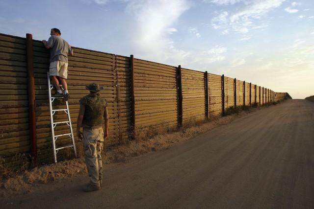 السياج الفاصل بين المكسيك والولايات المتحدة