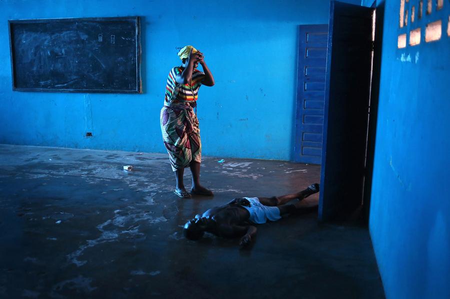 أموات إيبولا