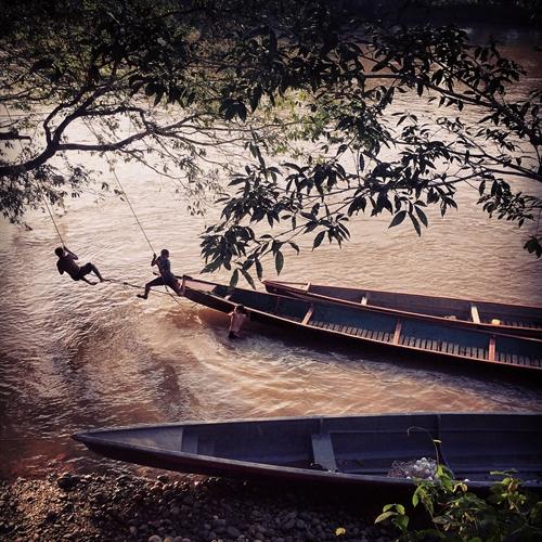 اللعب على النهر