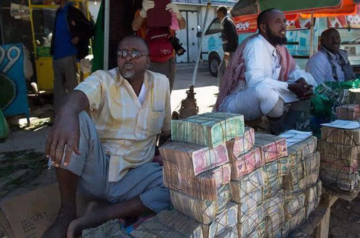 عملة الشلنغ في الصومال وكيفية التعامل معها