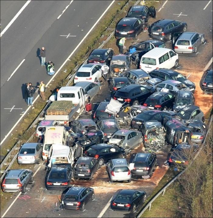 صدامات السيارات من حول العالم