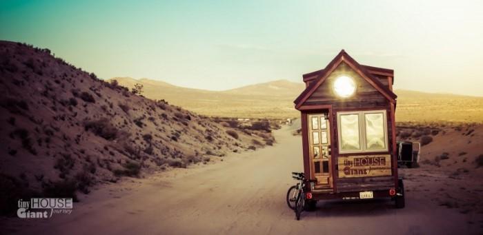 رحلة على منزل بالعجلات