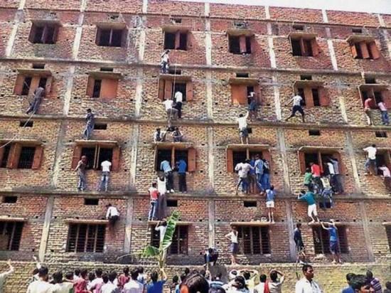 الغش في الامتحانات بطرق جديدة عند الهنود