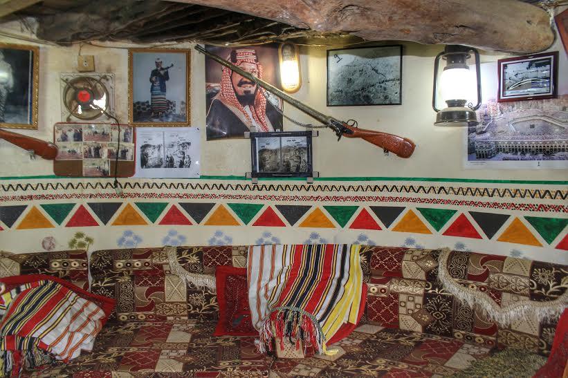 مواطن في فيفاء يحول منزله الى متحف أثري جازان