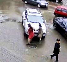 لقطات لأغبى قيادة للسيارات.. (فيديو)