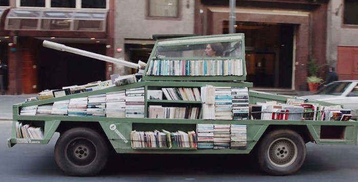 محاربة الجهل وتوزيع الكتب في الأرجنتين