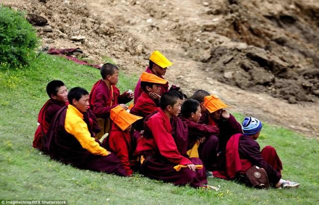 أكبر أكاديمية بوذية في العالم3