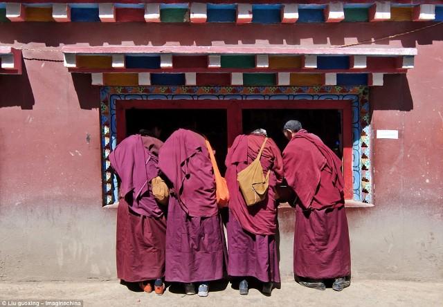 أكبر تجمع بوذي في العالم3