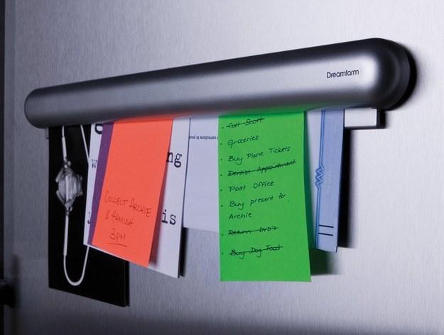 أوراق الملاحظات على الثلاجة