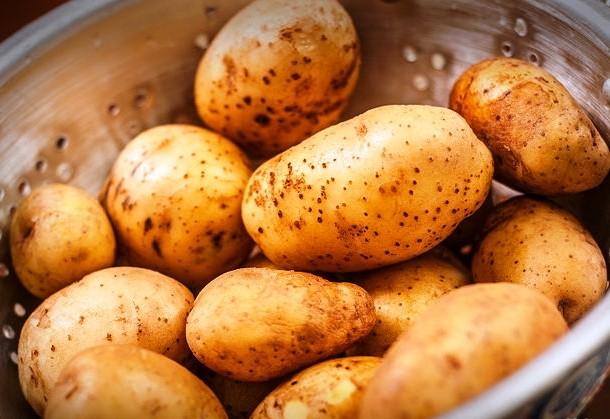 تقشير البطاطا