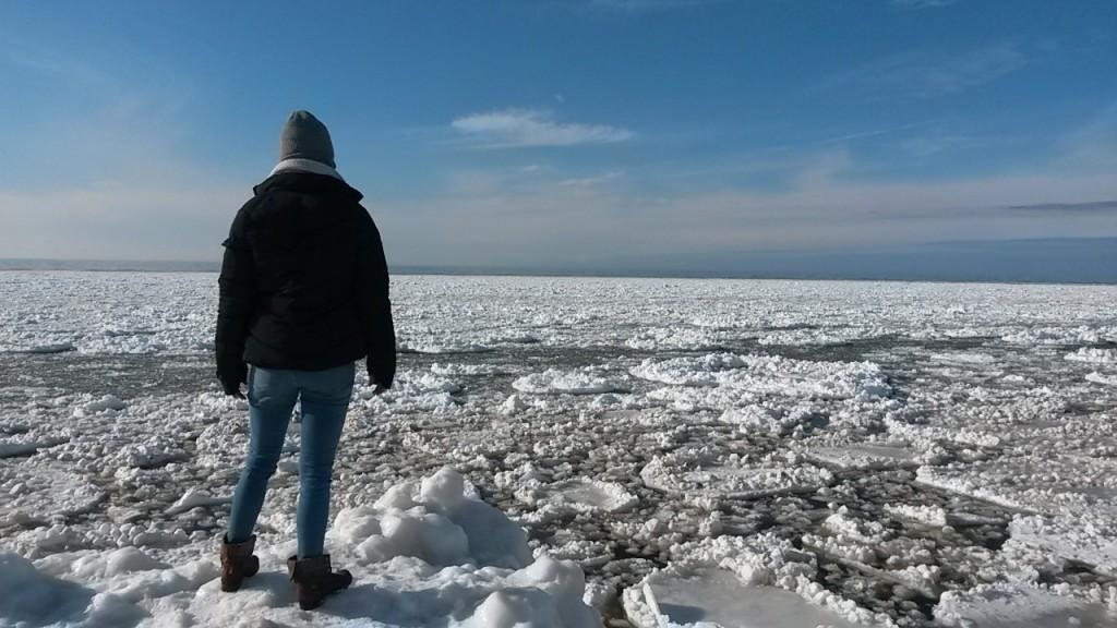 رجل وسط الجليد