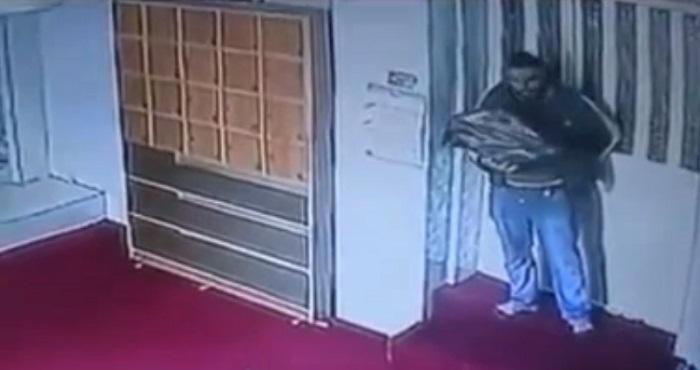 فيديو سرقة-مصاحف