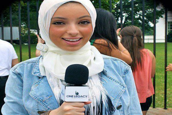 أول مذيعة مسلمة محجبة