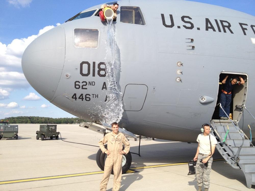 طائرة شحن عسكرية