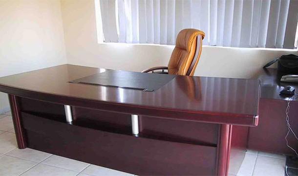 طاولات المكاتب