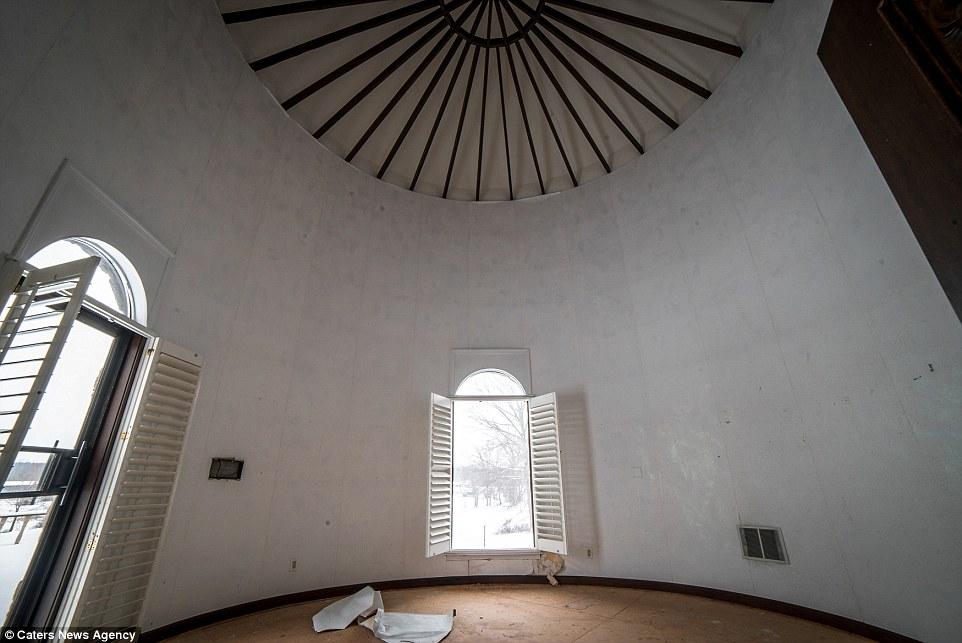 سقف إحدى غرف النوم