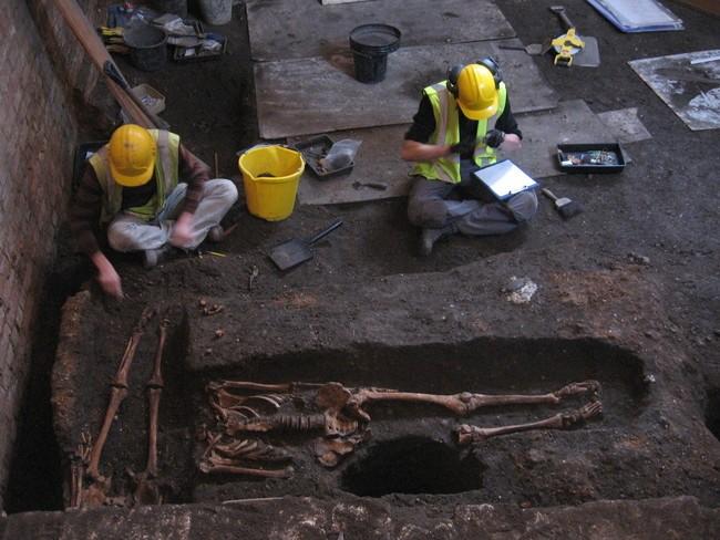 مقبرة غامضة تحت كامبريدج3