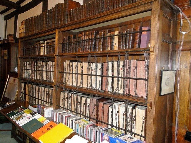 مكتبة المدرسة الملكية للسلاسل