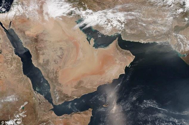 الأقمار الصناعية تُظهر صور العاصفة الرملية من الفضاء