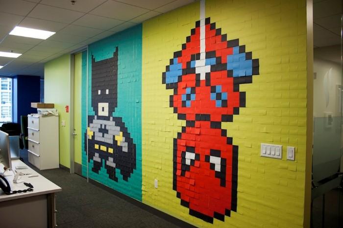 لوحات الأبطال الخارقين تزين جدران احدى المكاتب في سان فرانسيسكو
